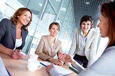 Gute Rückfragen im Jobinterview beweisen gründliche Vorbereitung und Interesse. Und sie helfen, mehr über das Unternehmen und dessen Kultur zu erfahren – vorausgesetzt: Sie stellen die richtigen Fragen…