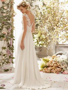Ivory A-Linjeformat V-neck Applikation Beading Court Släp Chiffong Wedding Dress för 7 270 kr