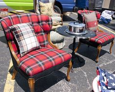 Plaid ♥ I would love to bring these home Scottish Decor, Scottish Plaid, Plaid Chair, Tartan Clothing, Caravan, Plaid Decor, Plaid Christmas, Tartan Plaid, Cottage Style