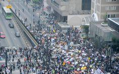 São Paulo - Manifestantes se concentram na Av. Paulista #vemprarua #ogiganteacordou #OPovoAcordou #doiemtodosnos #mudabrasil #VandaloNaoMeRepresenta#VozDePaz