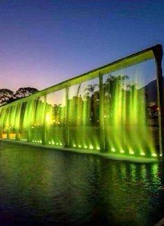 Cortinas de agua en el Parque Francisco de Miranda. Caracas no dejes nunca de brillar. Venezuela