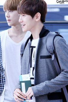 12.06.09 Incheon Airport - leaving for SMTown Taiwan (Cr: drug store: http://baekhyun.kr)