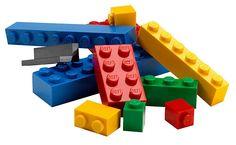 #lego #matemática #educação #pósgraduaçãoredentor A professora Alycia Zimmerman, de Nova York / USA, encontrou uma nova forma de ensinar frações a seus alunos: ela levou pecinhas de Lego para dentro da sala de aula!