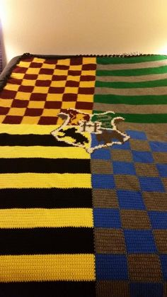 Harry Potter Blanket - which house did you get sorted into? Harry Potter Blanket - which house did you get sorted into? Colchas Harry Potter, Tricot Harry Potter, Harry Potter Crochet, Harry Harry, Crochet Stitches For Blankets, Crochet Blanket Patterns, Knitted Blankets, Knitting Patterns, Easy Crochet Blanket