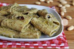PASTA ALLE OLIVE ricetta facile e veloce pronta in 10 minuti Pasta Al Pesto, Vegan Cheese, Dip Recipes, Polenta, Gnocchi, Olive, Hummus, Risotto, Food To Make