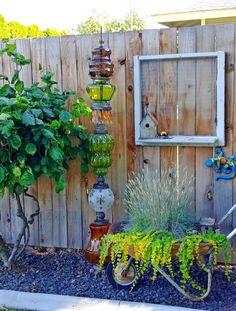 Upcycled Lamp Garden Totem #DiyGazeboIdeas Garden Yard Ideas, Diy Garden Projects, Garden Crafts, Diy Garden Decor, Garden Decorations, Recycled Garden Art, Vintage Garden Decor, Vintage Gardening, Garden Junk