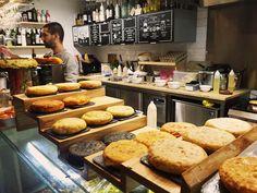 Wir haben die neuen Streetfoodhallen San Juan in Palma besucht und sind begeistert von der tollen Atmosphäre und der sehr guten Küche ...