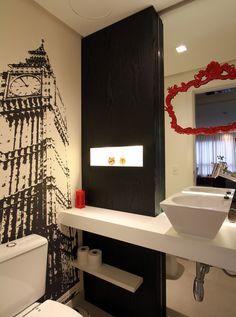 Uma decoração rock and roll. Veja: http://casadevalentina.com.br/projetos/detalhes/rock-and-roll-por-todos-os-cantos-567 #decor #decoracao #interior #design #casa #home #house #idea #ideia #detalhes #details #style #estilo #casadevalentina #rock #bathroom #banheiro #lavabo