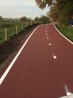 Newly-constructed cycle route between Arnhem and Wageningen, NL. Source: Sjors van Duren. Click image to tweet and visit the slowottawa.ca boards >> http://www.pinterest.com/slowottawa/