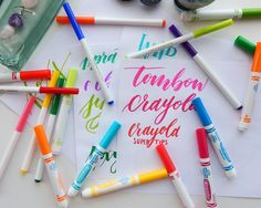 Everyone remembers Crayola markers from grade school, but did you know you can use them for modern brush lettering? Well, you can with these easy tips!