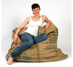 Coffee Fellow, pouf éco design, sac de café écologique récupéré, Green Furniture Sweden. http://www.greeen-store.com/fr/canapes-poufs/4308-coffee-fellow-pouf.html