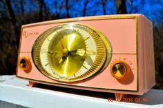PINK CYCLOPIC Vintage Mid Century Retro Jetsons 1957 Bulova Model 140 Tube AM Clock Radio WORKS!