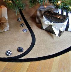 tailored burlap Christmas tree skirt... Love this one too!!!