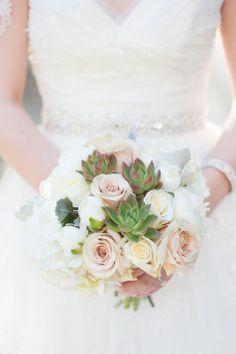 Winter Wedding Bouquet | Color&Cake Photography | http://www.theknot.com/submit-your-wedding/photo/796eed31-b9b4-40a0-a2eb-9b19c46621e3/Winter-Wedding-in-Chicago