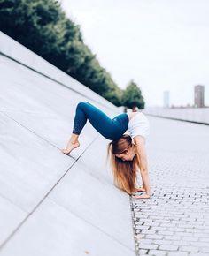 Dance Flexibility Stretches, Gymnastics Flexibility, Gymnastics Poses, Gymnastics Videos, Flexibility Workout, Rhythmic Gymnastics, Dance Photography Poses, Dance Poses, Panda Kawaii
