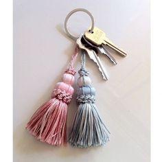 タッセル Diy Tassel, Tassels, Silk Ribbon Embroidery, Hand Embroidery, Diy Jewelry, Jewelry Making, Craft Booth Displays, Tassel Curtains, Tassel Keychain