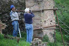 Deux gars extrêmement importants | Forum romain, Rome. En ef… | Flickr