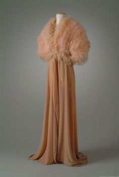 Dressing robe.  Yeah, not an evening gown.  Dressing robe ca. 1934.  Can't you just see Ginger Rogers wearing this?