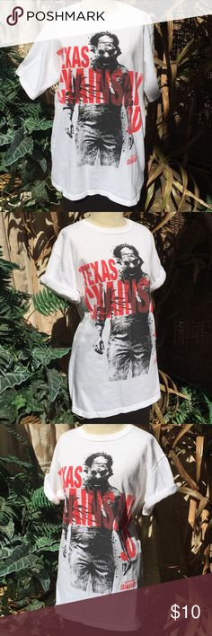 Texas Chainsaw 3D promotional unisex t-shirt sz- M Promotional unisex t-shirt for Texas Chainsaw 3D. White, 100% pre-shrunk cotton. Crew neck. Solid back. Gently pre-owned. Anvil Shirts Tees - Short Sleeve