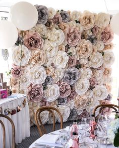 15 of the Most Creative Baby Shower Backdrops - crazyforus Flower Wall Backdrop, Floral Backdrop, Diy Backdrop, Wall Backdrops, Flower Wall Wedding, Paper Flowers Wedding, Paper Flower Decor, Flower Wall Decor, New York Papers