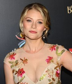 Hollywood Actress Emilie de Ravin Hot Cleavage Pics in Pink Long Dress at Annual G'Day USA Gala in Los Angeles on Bikini Images, Bikini Photos, Celebrity Updates, Celebrity Crush, Emilie De Ravin, Bollywood Bikini, Red Carpet Dresses, Celebs, Celebrities