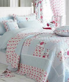 4 Diligent Clever Hacks: Shabby Chic Home Farmhouse Style shabby chic house vintage doors.Shabby Chic Living Room With Tv shabby chic pillows chenille bedspread. Shabby Chic Quilts, Shabby Chic Living Room, Shabby Chic Bedrooms, Shabby Chic Kitchen, Shabby Chic Homes, Shabby Chic Furniture, Shabby Chic Decor, Furniture Sale, Bedroom Furniture
