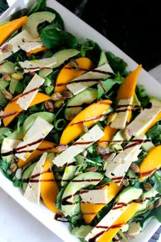 Mango and feta Summer salad - A Beyond delicious salad and the perfect barbecue salad to share with guests. A must-have recipe this Summer! busy moms, healthy moms, health tips, healthy food, health and fitness Summer Salad Recipes, Summer Salads, Summer Food, Summer Diy, Vegetarian Recipes, Cooking Recipes, Healthy Recipes, Tea Recipes, Dinner Recipes