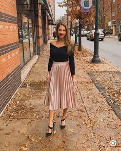 bester rock Velvet pleated skirt - outfit concepts - skirt Of Girl Black Pleated Skirt Outfit, Pink Skirt Outfits, Velvet Pleated Skirt, Midi Skirt Outfit, Winter Skirt Outfit, Fall Outfits, Fashion Outfits, Pleated Skirts, Black Top For Skirt