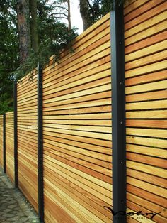 Garten face safety fence-wood-metal low-larch-height-gray-white-of-wood-metal-set-offer-design-secre Modern Fence Design, Wood Fence Design, Patio Design, Diy Fence, Backyard Fences, Backyard Landscaping, Fence Ideas, Backyard Privacy, Fence Styles