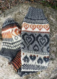 Suomi on miljoonien villasukkien maa – kuvaa meille omasi Knitting For Kids, Free Knitting, Knitting Socks, Baby Knitting, Knitting Patterns, Crochet Baby Cardigan, Crochet Socks, Knitted Hats, Knit Crochet