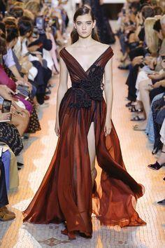 Elie Saab Parigi - Haute Couture Fall Winter - Shows - Vogue. Elie Saab Couture, Fashion 2018, Runway Fashion, Fashion Show, Fashion Goth, Haute Couture Style, Elie Saab Fall, Collection Couture, Winter Collection