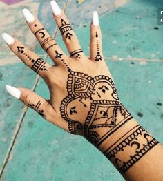 Henna tattoos While traditional mehndi is synonymous with Indian weddings, many modern Indian brides have started opting for contempo. Henna Tattoo Hand, Henna Tattoo Designs, Hena Tattoo, Henna Ink, Piercing Tattoo, Mehndi Designs, Henna Hand Designs, Hand Tats, Henna On Hand