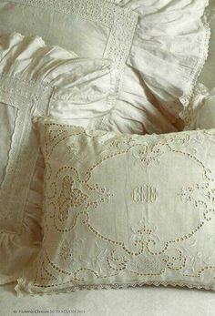 I love beautiful old linen like this, especially pillowcases with frilled borders and whitework embroidery Shabby Vintage, Vintage Lace, Victoria Magazine, Linens And Lace, Fine Linens, Antique Lace, Vintage Textiles, Vintage Pillows, Linen Bedding