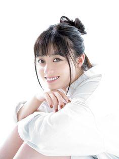 橋本環奈、美脚チラリ キュートな視線にドキッ - モデルプレス Hashimoto Kanna, Japanese Girl, Actors & Actresses, Cute Girls, Girly, Poses, Hair Styles, Sexy, Pretty