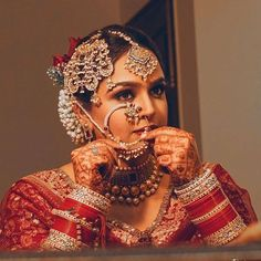 Image may contain: 1 person Indian Bridal Outfits, Indian Bridal Fashion, Indian Bridal Makeup, Indian Wedding Jewelry, Bridal Dresses, Bridal Jewelry, Indian Jewelry, Wedding Makeup, Bridal Chuda