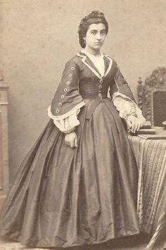 1860s Pretty Woman Amazing Dress France CDV