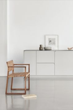 A statement piece with clean lines and honest materials. The BM62 Chair by Børge Mogensen with Reform CPH kitcehn designed by @studiodavidthulstrup. Image via @reformcph. #fredericiafurniture #bm62armchair #bm62 #børgemogensen #borgemogensen #modernoriginals #craftedtolast Back To Nature, Simple Shapes, Mudroom, Clean Lines, Stools, A Table, Wicker, Armchair, Furniture Design