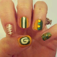 Green bay packer nails How To Do Nails, Fun Nails, Pretty Nails, Beauty Make Up, Beauty Tips, Beauty Hacks, Packer Nails, Football Nail Art, Womens Sports Fashion
