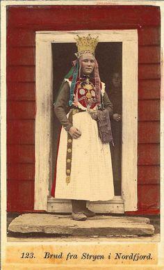 norwegian bridal crown, bride from stryen in nordfjord (viola. Folk Costume, Costumes, Norwegian Clothing, Norwegian Wedding, Simple Bridal Shower, Scandinavian Folk Art, Bridal Crown, Vintage Bridal, Traditional Outfits