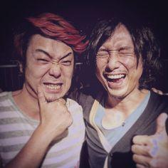 Schroeder-Headz『特異点リリースツアー』@大阪JANUS、ツアーファイナル!!ファイナルらしく、熱く、クールに素敵な時間でした!! 本当に楽しい2ヶ月(3ヶ月ちかく)でした。。 渡辺シュンスケって人は、僕の音楽人生を変えてくれた人で、、今もこの人と音を出せることが本当に幸せで、、16本駆け抜けたことは本当に嬉しいです。 まだまだ駆け抜けます!! 写真は何気に初めてとった2ショット写真(笑)玉木、顎ひどい(笑)  あー、この人に出会えてよかった。。音楽続けててよかった。続けられてよかった。 続けていかなきゃ、、!! 負けねlぞー!(笑)  ありがとうございました!!