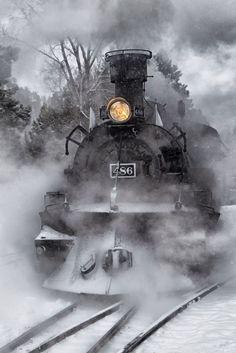 Steaming through the snow by Eric Wulfsberg - steam train no 486 Locomotive Diesel, Steam Locomotive, Motor A Vapor, Bonde, Train Art, Old Trains, Train Pictures, Steam Engine, Train Tracks