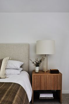 Traditional Clean-Lined Remodel: DISC Interiors Update a House in LA Oak Bedroom Furniture, Design Furniture, Bedroom Decor, Bedroom Ideas, Furniture Ideas, Bedroom Curtains, Antique Furniture, Furniture Buyers, Budget Bedroom