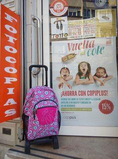 Mochila Totto Acuareles a la puerta de #Copiplus y dentro muchos más modelos #vueltaalcole #queremosImpresionArte