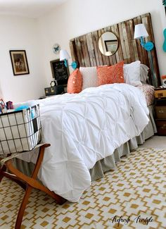Love the diy wood headboard in this guest room makeover!