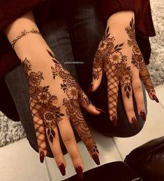 Searching for stylish mehndi designs for the party that look gorgeous? Stylish Mehndi Design is the best mehndi design for any func. Henna Hand Designs, Dulhan Mehndi Designs, Mehndi Designs Finger, Pretty Henna Designs, Khafif Mehndi Design, Floral Henna Designs, Arabic Henna Designs, Modern Mehndi Designs, Mehndi Design Pictures