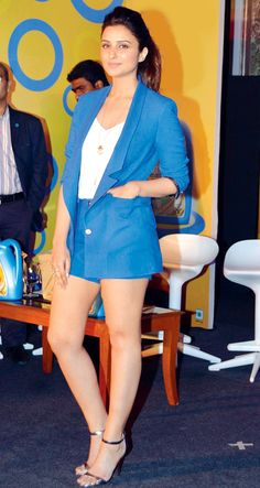 Parineeti Chopra at a launch of an oil product. Bollywood Actress Hot Photos, Bollywood Fashion, Beauty Full Girl, Real Beauty, Indian Celebrities, Bollywood Celebrities, Air Hostage, Parneeti Chopra, Semi Formal Outfits