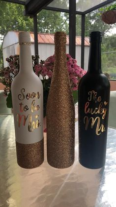 Wedding wine bottles wine bottle vases, wedding wine bottles, w Wine Bottle Centerpieces, Wine Bottle Vases, Wedding Wine Bottles, Glass Bottle Crafts, Painted Wine Bottles, Diy Bottle, Christmas Centerpieces, Decorate Wine Bottles, Glitter Wine Bottles