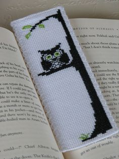 This cross stitch pattern is of an owl silhouette with a little green to add flavour. It is designed to fit 2 inch (5cm) aida band (26 stitches