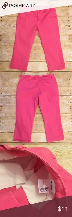 Pink size 10 Old Navy capris Very good condition Old Navy pink capris in a size 10. Perfect color for the spring! One small mark near the back belt loop, but I have not tried to treat it. Waist- 15 inches, rise- 8.5 inches, inseam- 20 inches. Old Navy Pants Capris