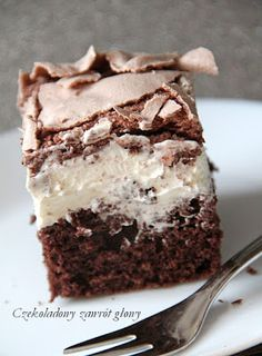 Chocolate cake with mascarpone cream and meringue Chocolate .- Ciasto czekoladowe z kremem mascarpone i bezą Polish Desserts, Polish Recipes, Cookie Desserts, Chocolate Desserts, Chocolate Cake, Chocolate Cream, Pastry Cook, First Communion Cakes, Cake Recipes